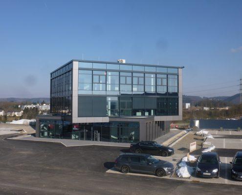 Neubaue eines Bürogebäudes und einer Produktionshalle in Wiehl.